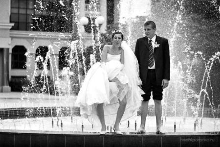 The bride and groom approach the ceremonial bidet